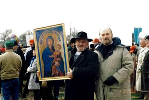 Josyp Terelya con el icono de la aparicipn de hrushiv