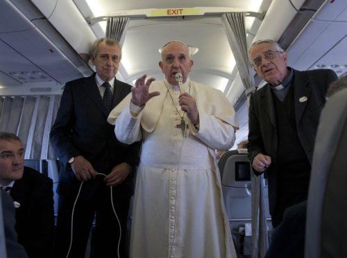 Rueda de Prensa  del Papa Franciso en el Avio
