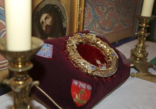 La reliquia de la Corona de Espinas de Jesucristo se exhibe esta semana en Francia