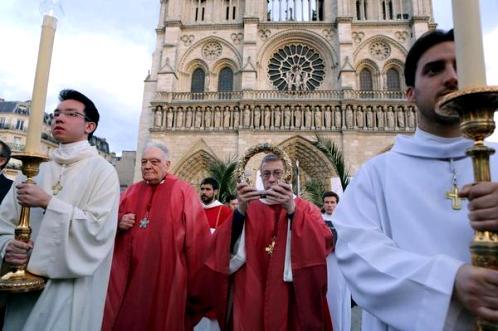 procesion con la corona de espinas en francia
