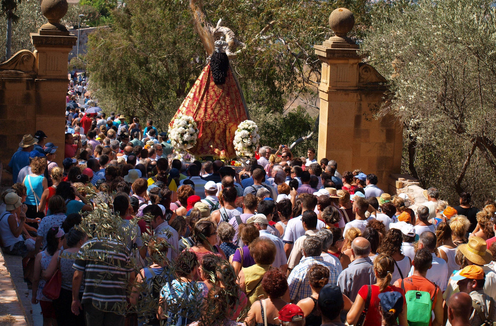 Brotó una Fuente Santa: Nuestra Señora de la Fuensanta, España (13 mar y 2º dom sep)