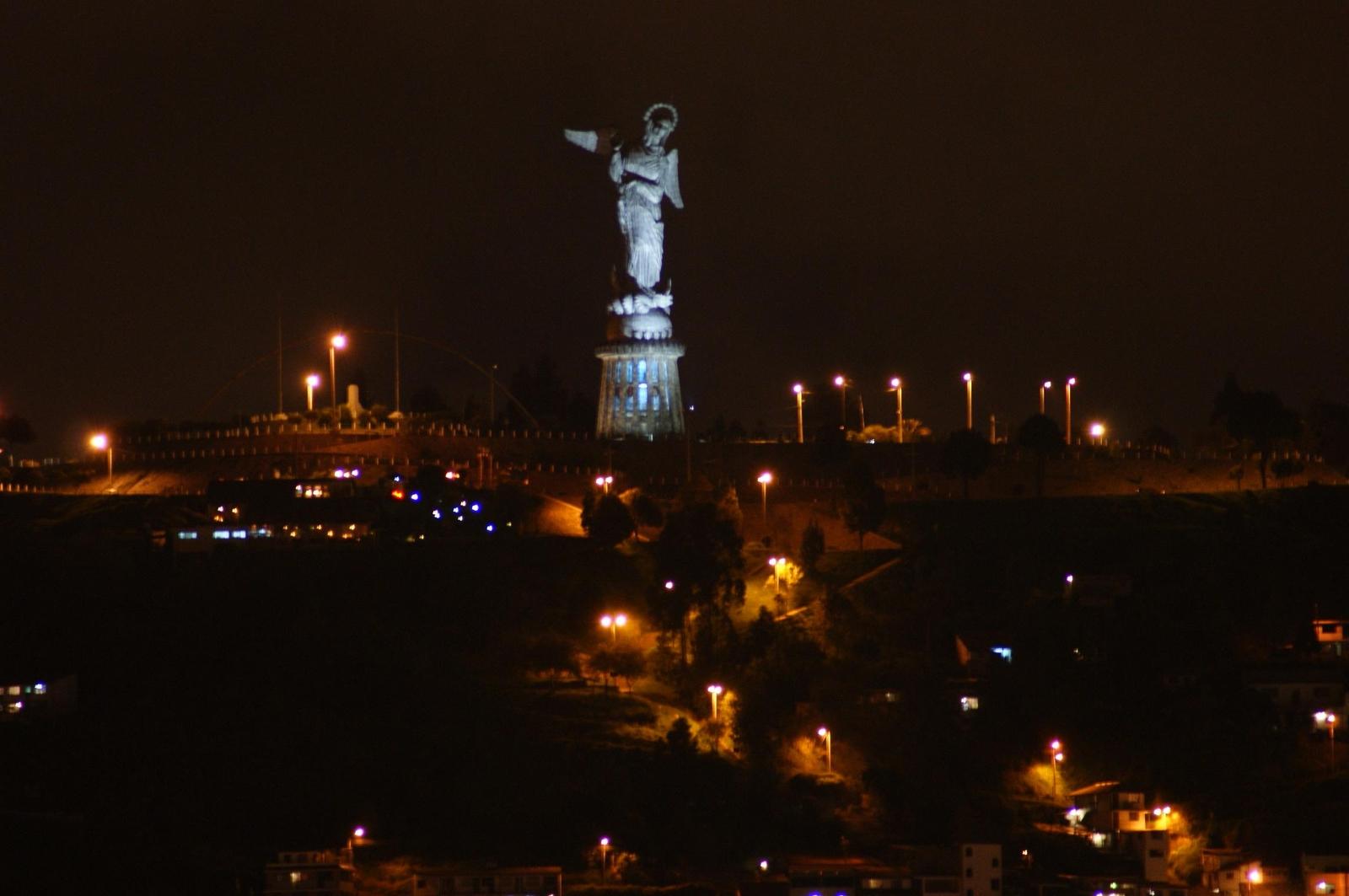 Virgen del Panecillo, la enorme Estatua que se ve desde todo Quito, Ecuador (28 mar)