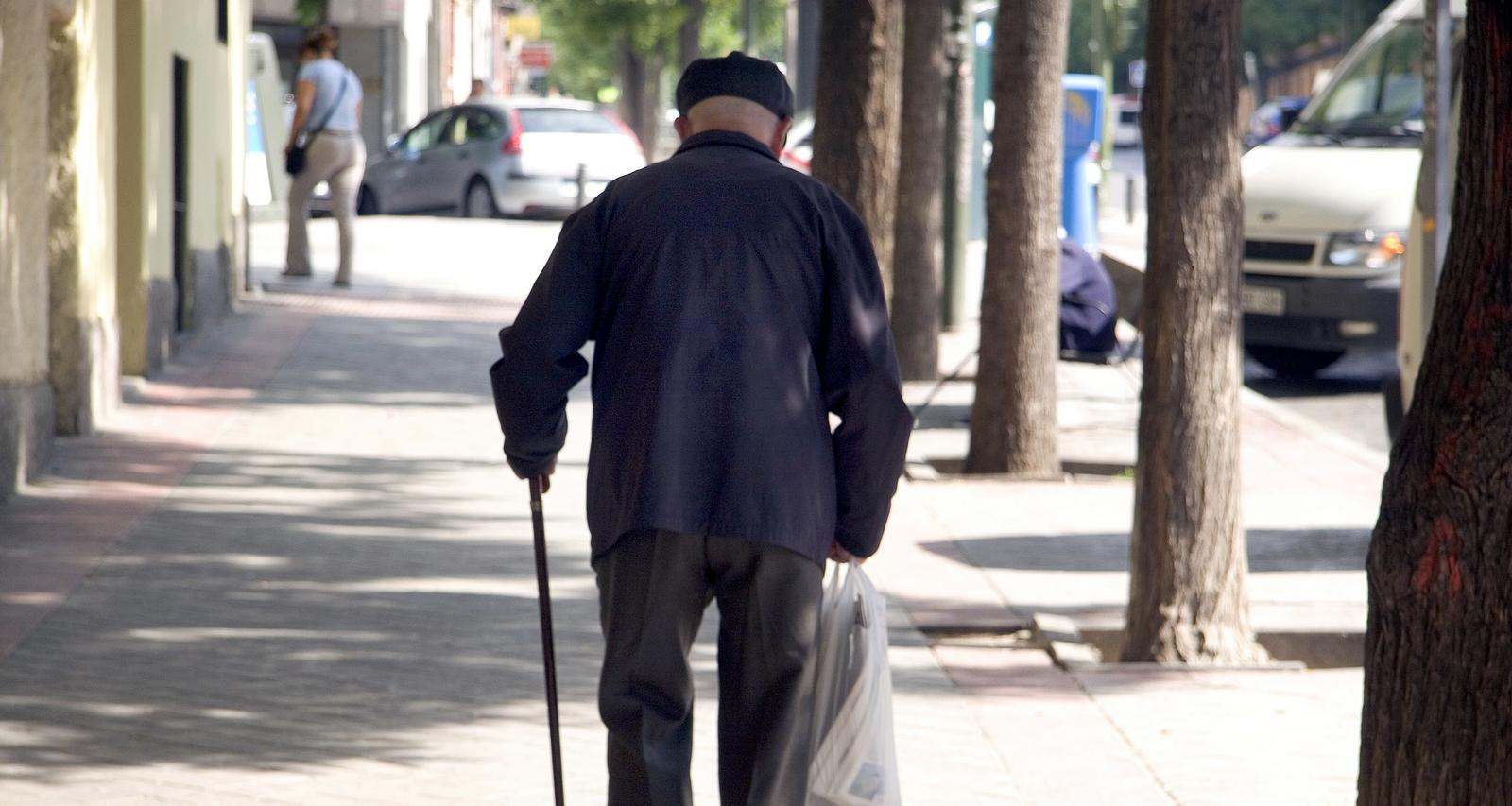 Alarma el Cuidado de los ANCIANOS ante una Población Mundial que Envejece
