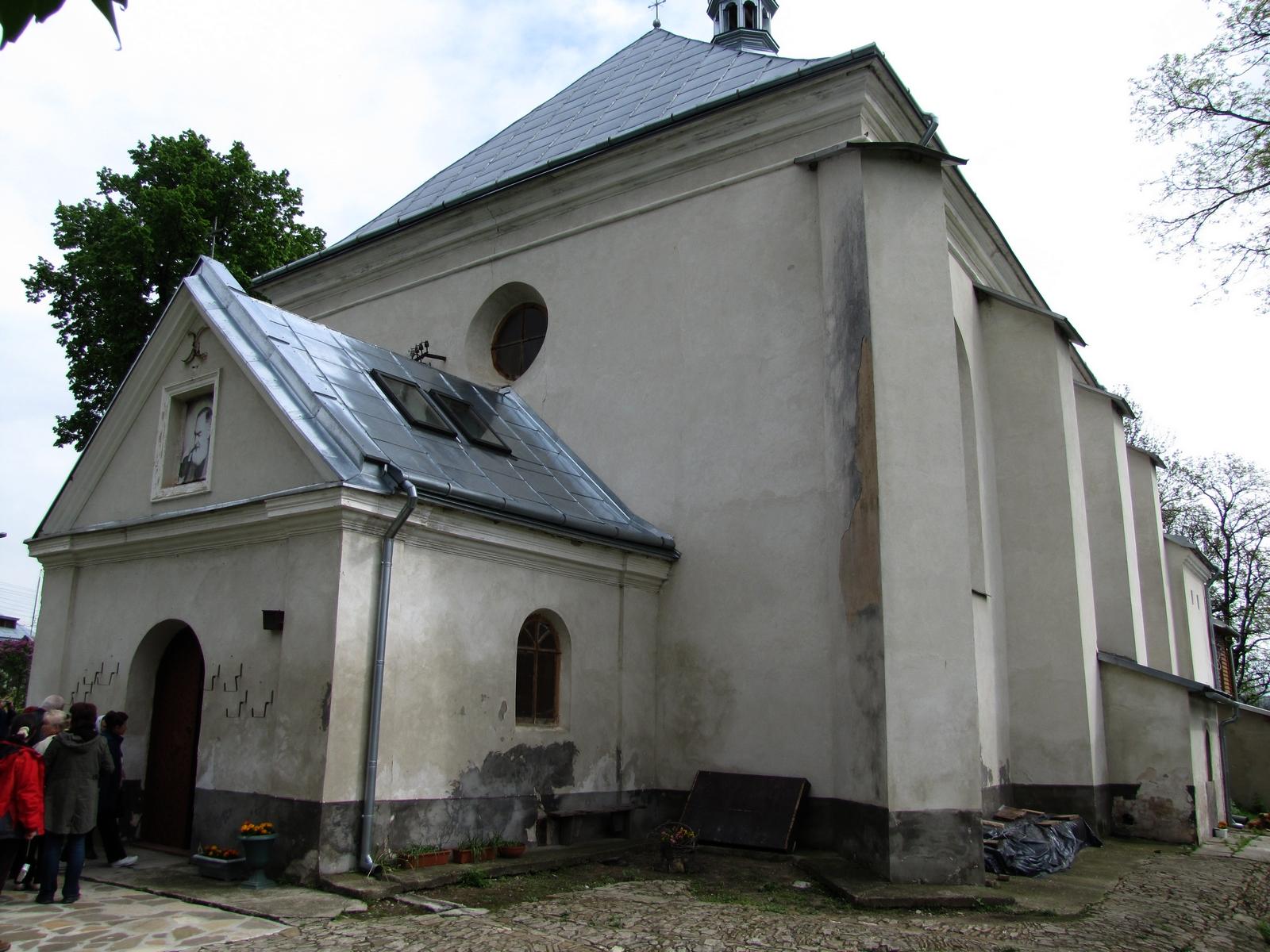 Nuestra Señora de la Providencia de Nizankowice, tuvo 102 Lacrimaciones, Ucrania (1 may)