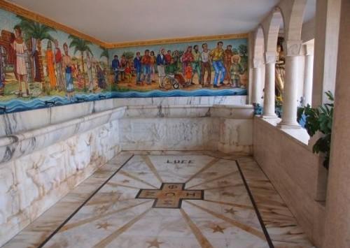 fuente agua que dejo la virgen en santuario dello splendore