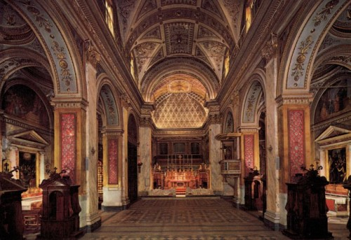 interior del santuario de genazzano