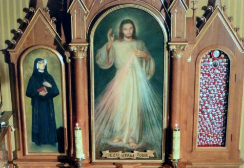panel de la divina misericordia en iglesia