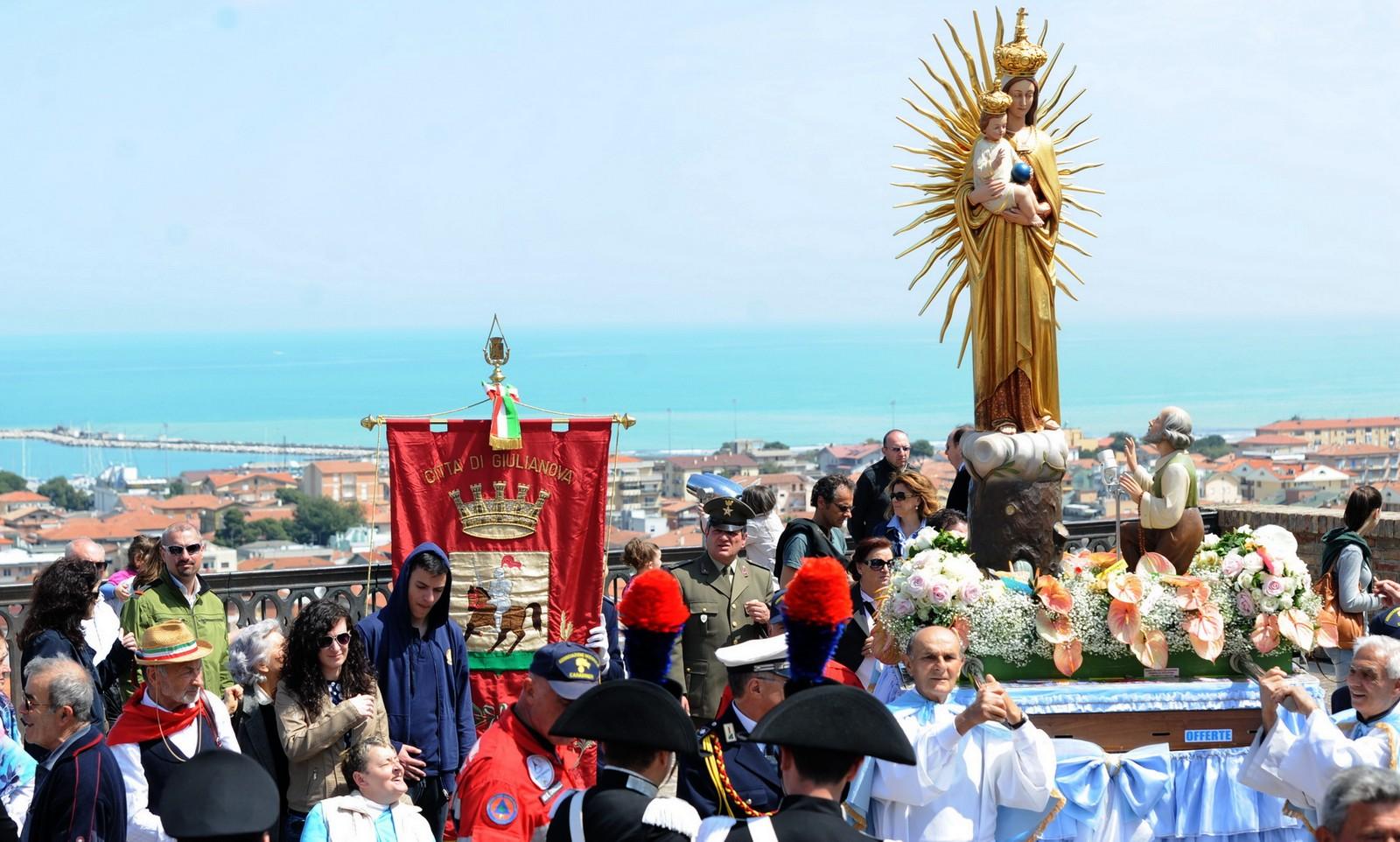 Nuestra Señora del Esplendor, el Pueblo Vio la Luz de la Aparición, Italia (22 abr)