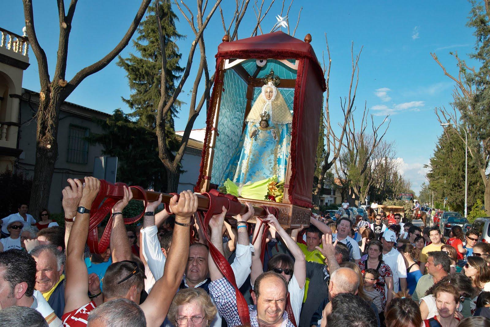 Virgen de Peñarroya, Aparece en un Muro, España (últ dgo abr, 2º dom sep)