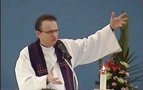 sacerdote canadiense Ghislain Roy