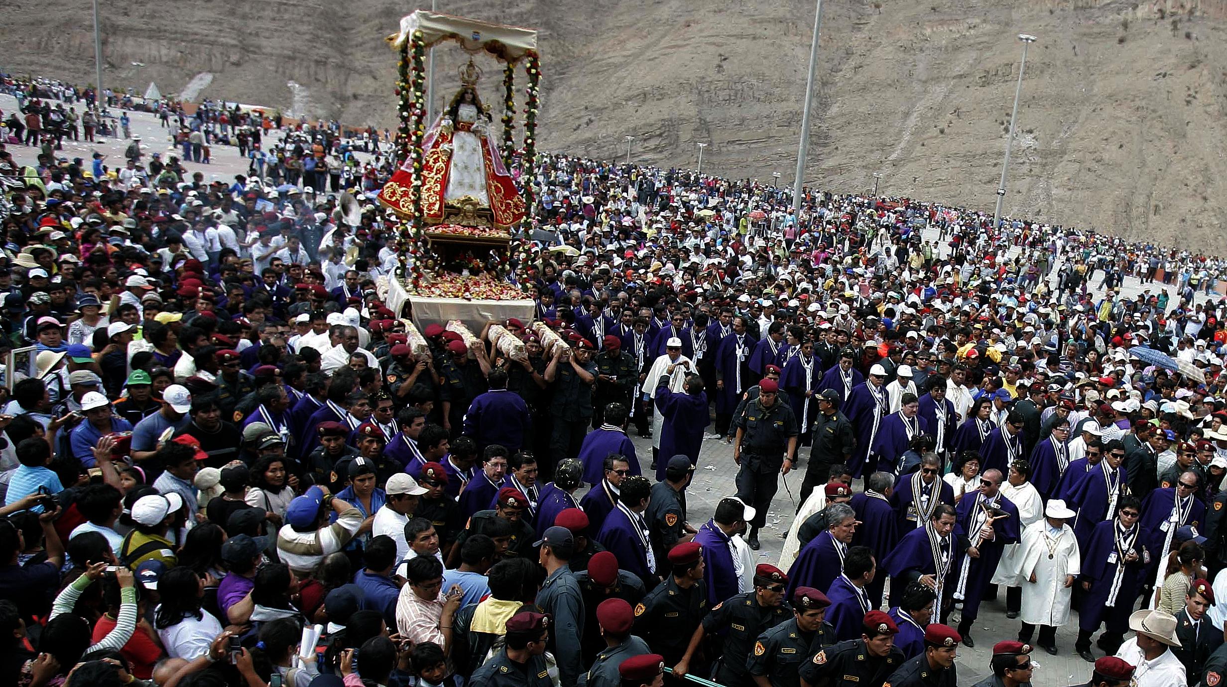 Virgen de la Candelaria de Chapi, la Mamita de los Andes, Perú (1º may)