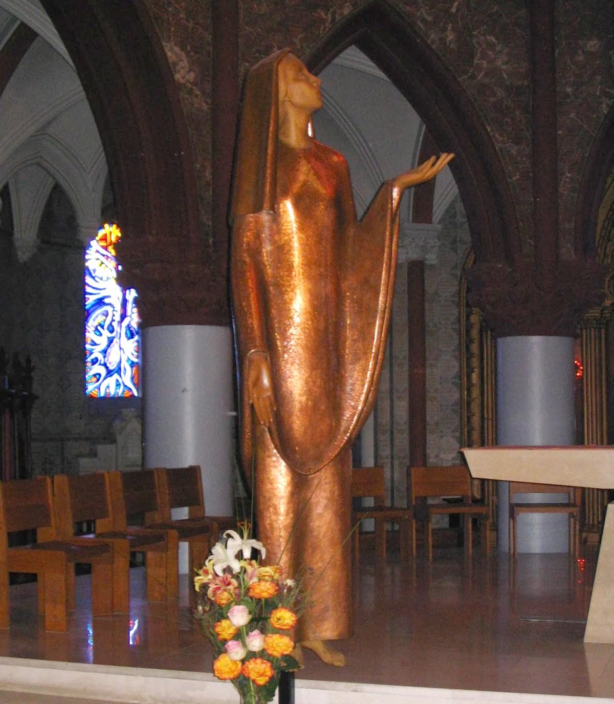 Patrona de los Misioneros del Sagrado Corazón: Nuestra Señora del Sagrado Corazón (últ sáb mayo)