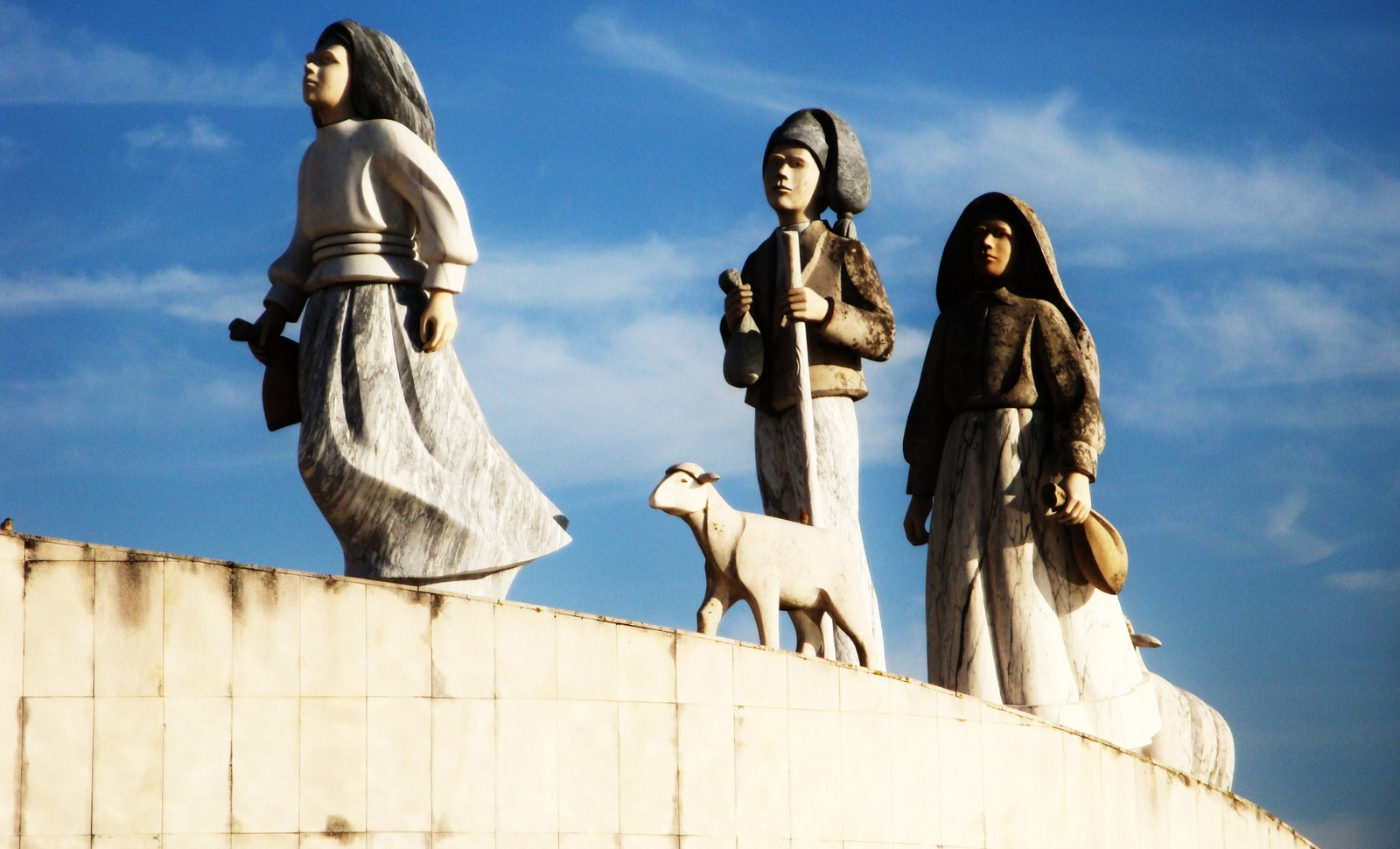 Virgen de Fátima, la más Profética de las Apariciones, Portugal (13 may)
