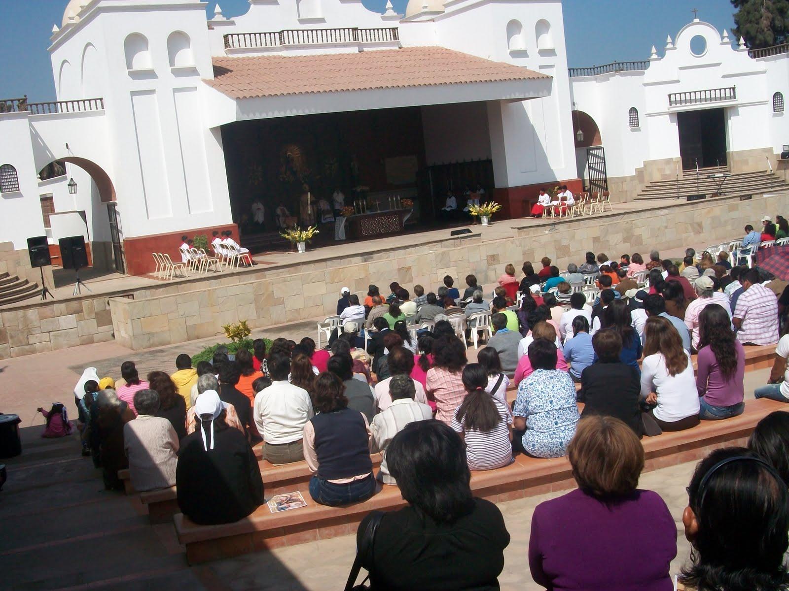 Madre del Amor Hermoso, Virgen con Rasgos Mestizos, Perú (25 may)