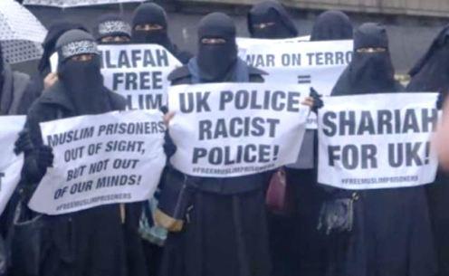 musulmanas en londres con carteles a favor de la sharia