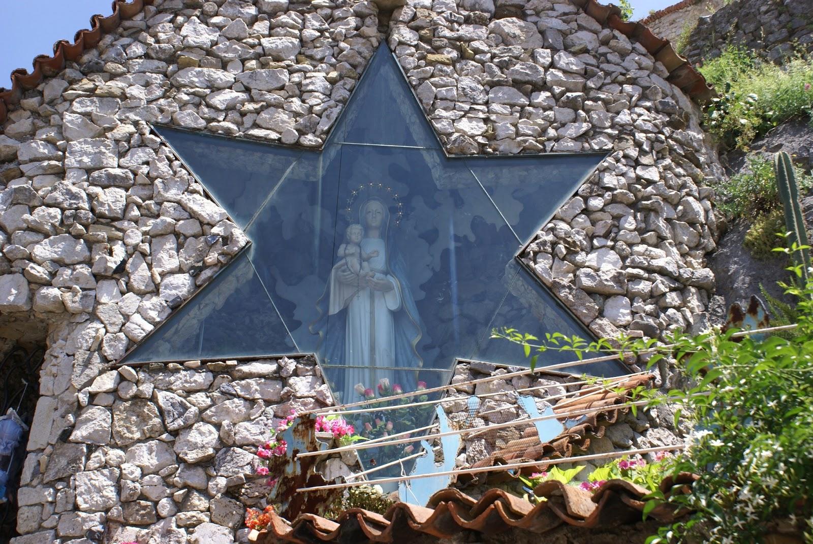 Reina del Castillo de Oliveto Citra, ejemplo de Acompañamiento Pastoral, Italia (24 may)