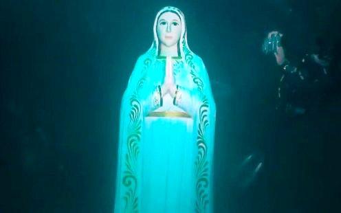 virgen maria bajo el agua