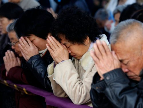 chinos rezando