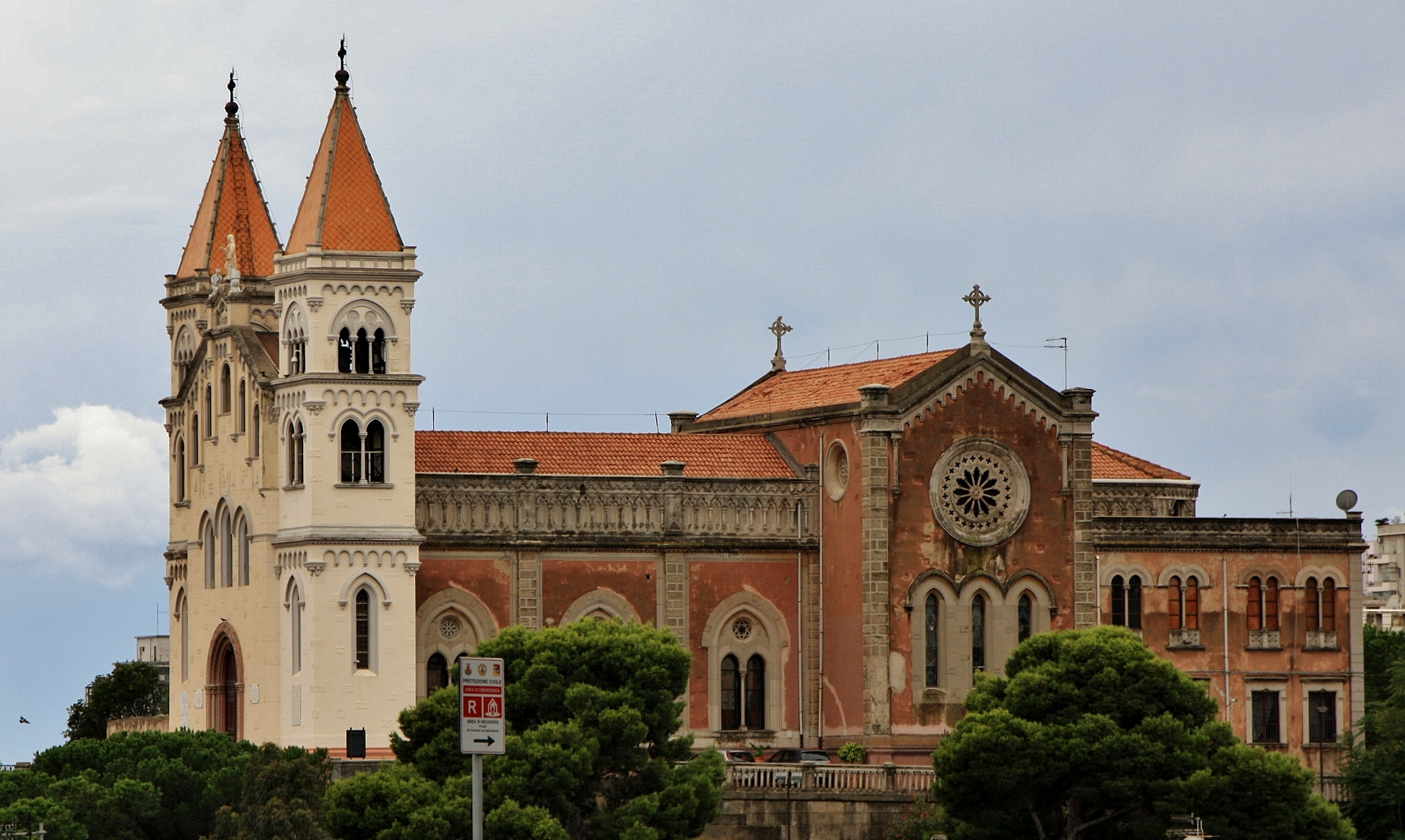 Santa María de Montalto, la Dama Blanca Repelió a los invasores, Italia (21 nov, 12 jun)