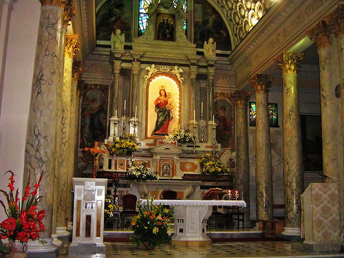 interior iglesia conflenti