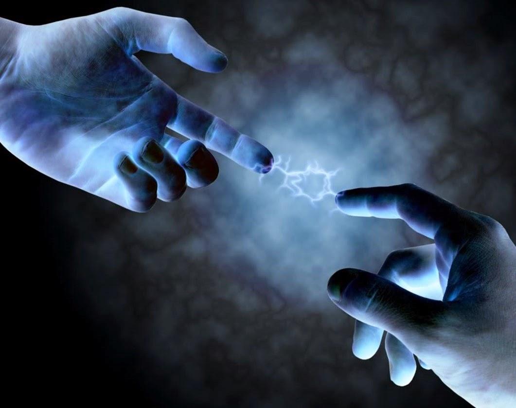 manos hacen contacto