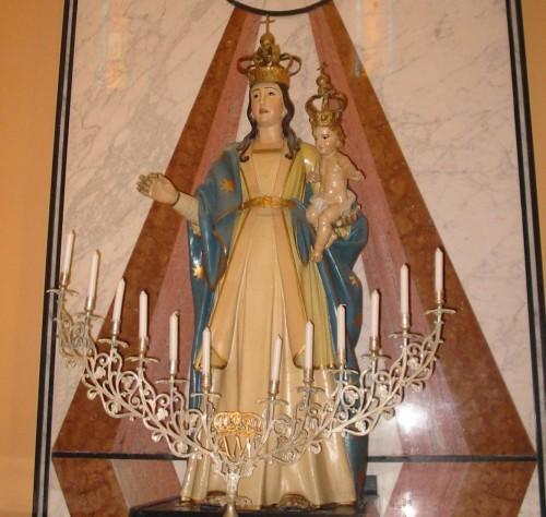 Madonna dell'Abbondanza de pie