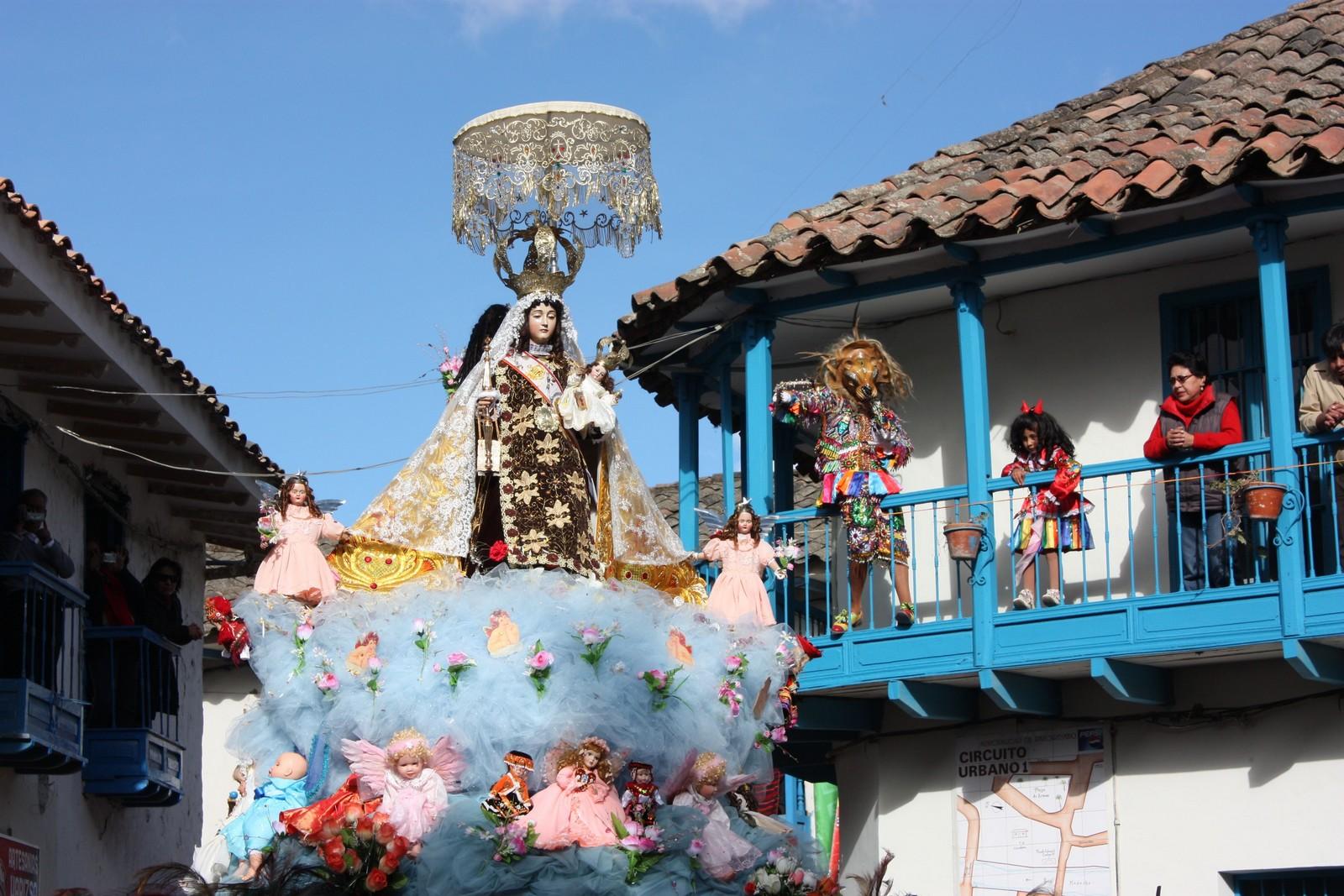 Nuestra Señora del Carmen de Paucartambo, la Mamacha del Cusco, Perú (16 jul)