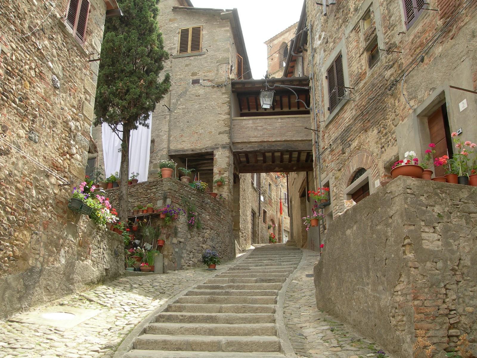 Nuestra Señora del Carmen de Combarbio, pide que le Construyan un Templo, Italia (9 jul)