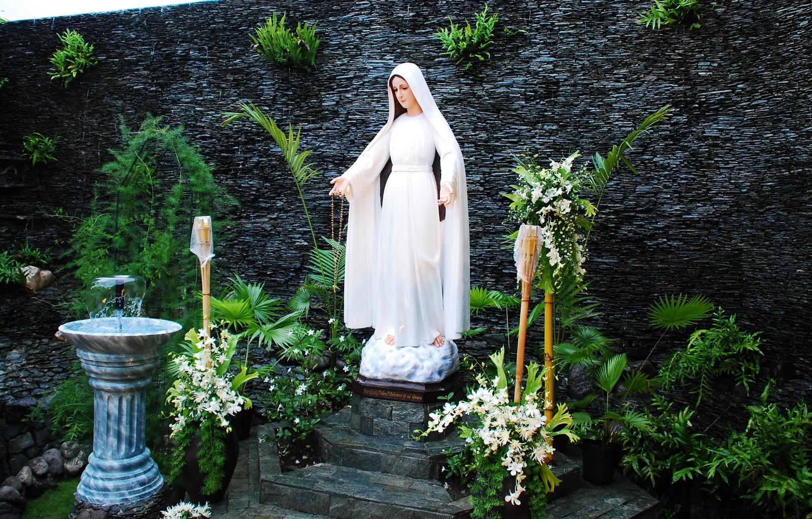 La Oscuridad que Rodea las Apariciones de la Santísima Virgen en Lipa