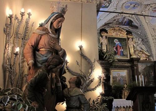 estatua madonna della foppa