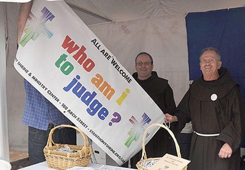 franciscanos de boston marcha orgullo gay