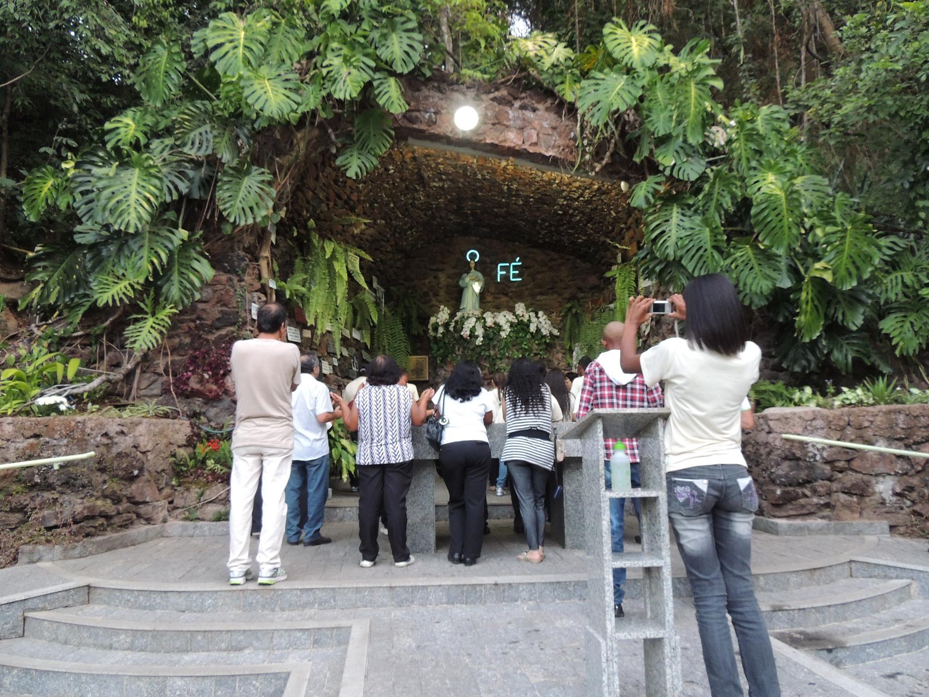 Nuestra Señora de Itaúna, Aparece a Decenas de Personas, Brasil (27 jul)