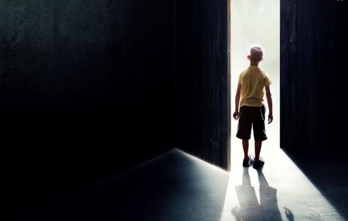 niño puerta del cielo