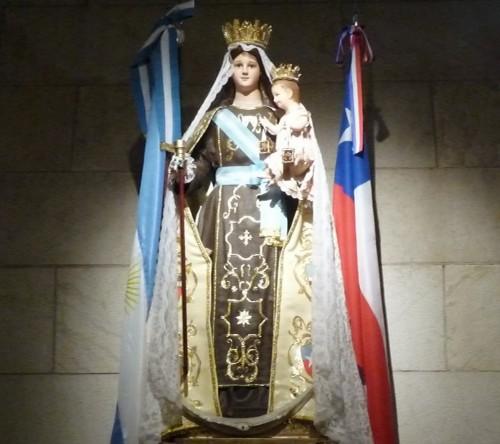 `virgen del carmen de cuyo con banderas