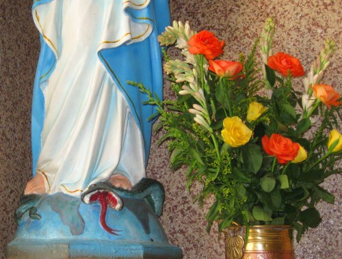 Virgen María aplasta la cabeza de la serpiente