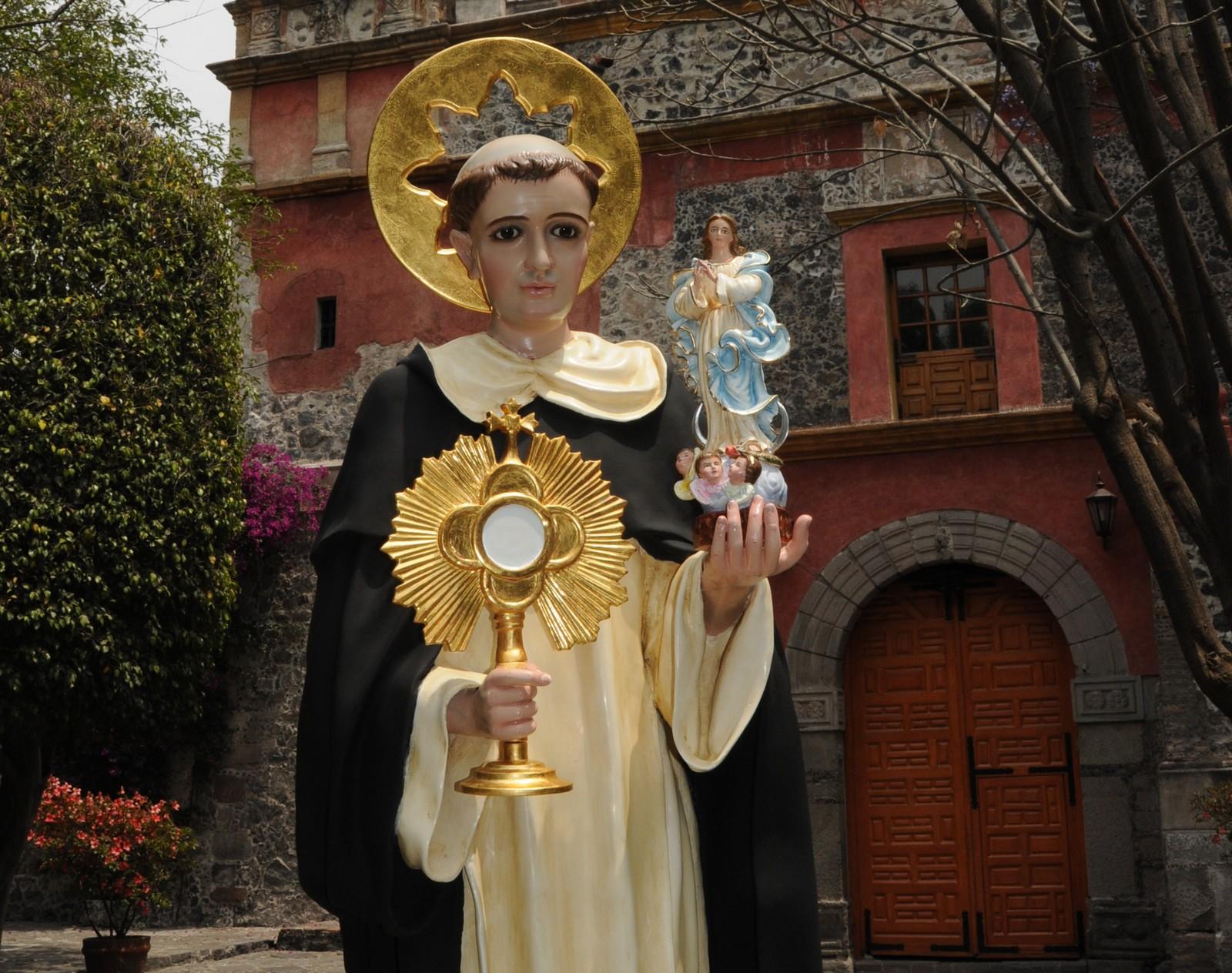 estatua de san jacinto fondo