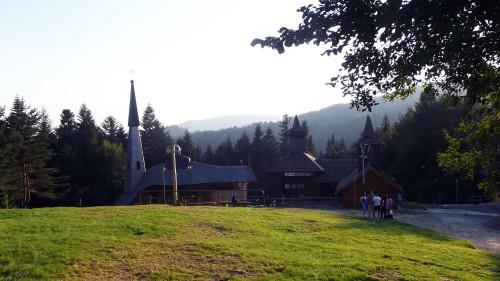 exterior del santuario de litmanova fondo