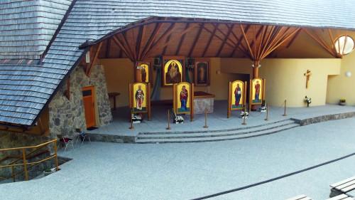 puerta del santuario de litmanova