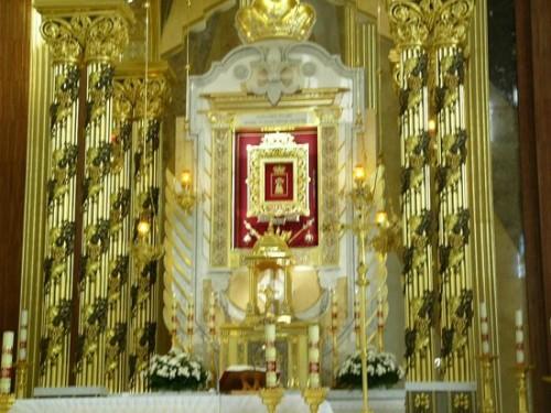 altar basilica lichen