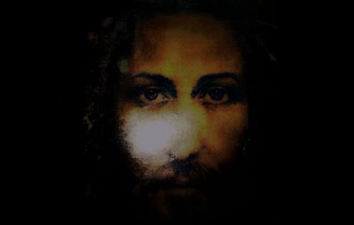 cara de jesus en penumbra fondo
