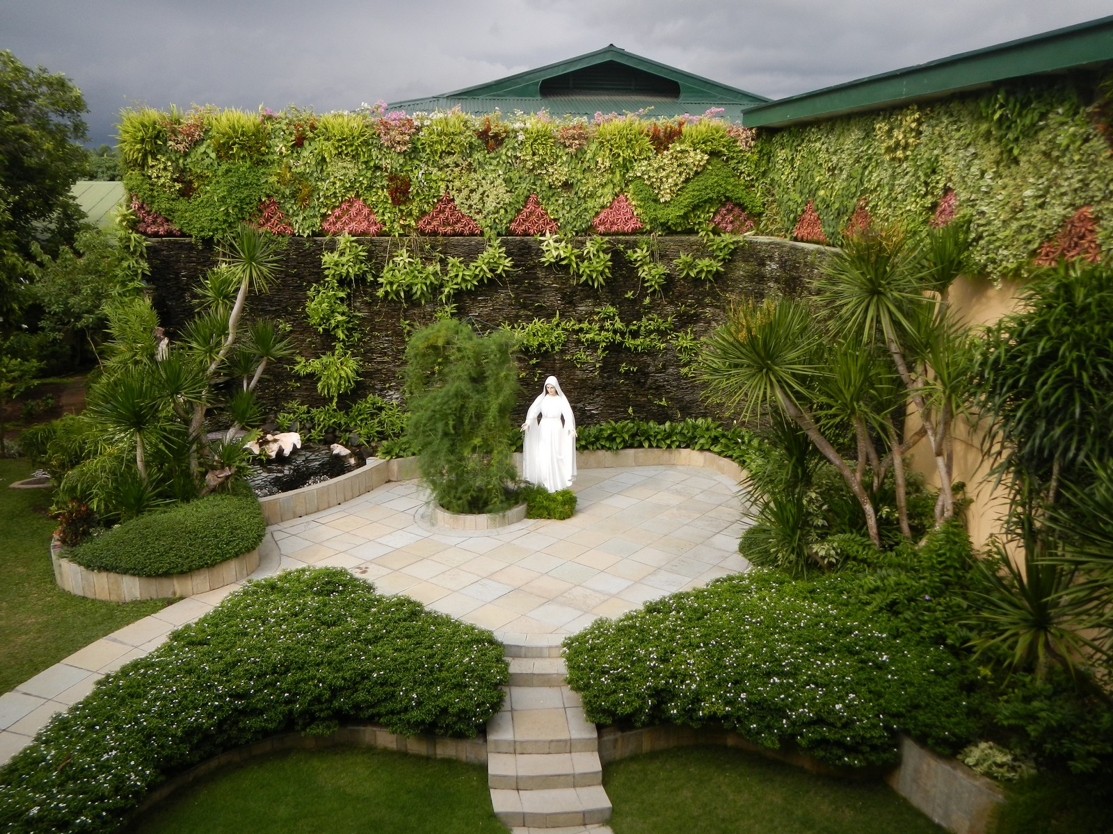 Lluvia de Pétalos de Rosa: Mediadora de Todas las Gracias de Lipa, Filipinas (12 de septiembre)