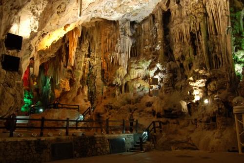 interior de cueva de san miguel fondo