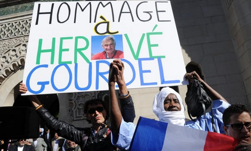 marcha en paris de musulmanes por asesinato de frances