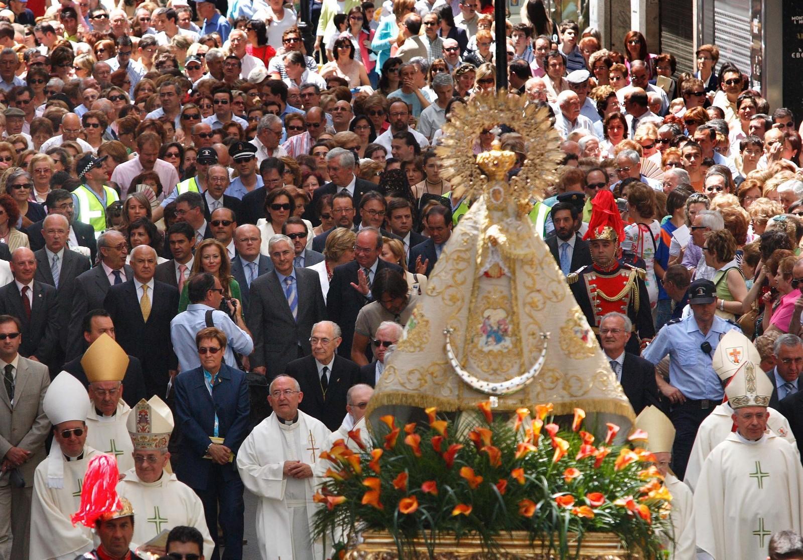 Virgen de los Llanos de Albacete, llevada a España por Santiago (17 sep, 16 may)