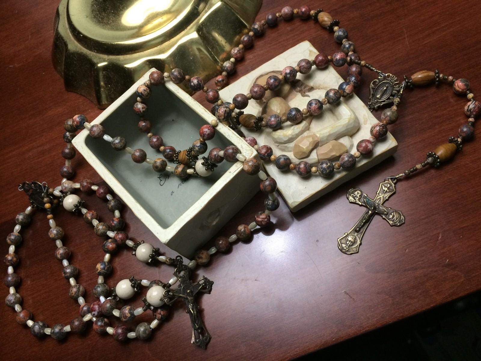 Cómo la Virgen María fue Desarrollando el Método del Rosario [a través de siglos]