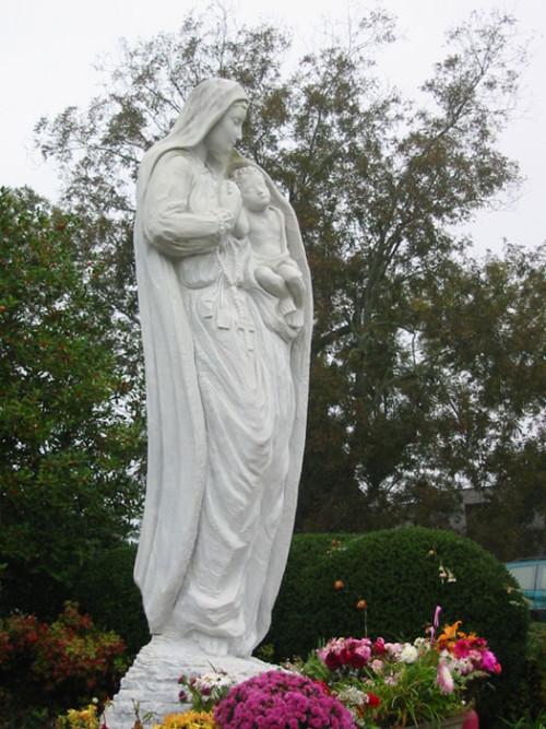 estatua de Our-Loving-Mother