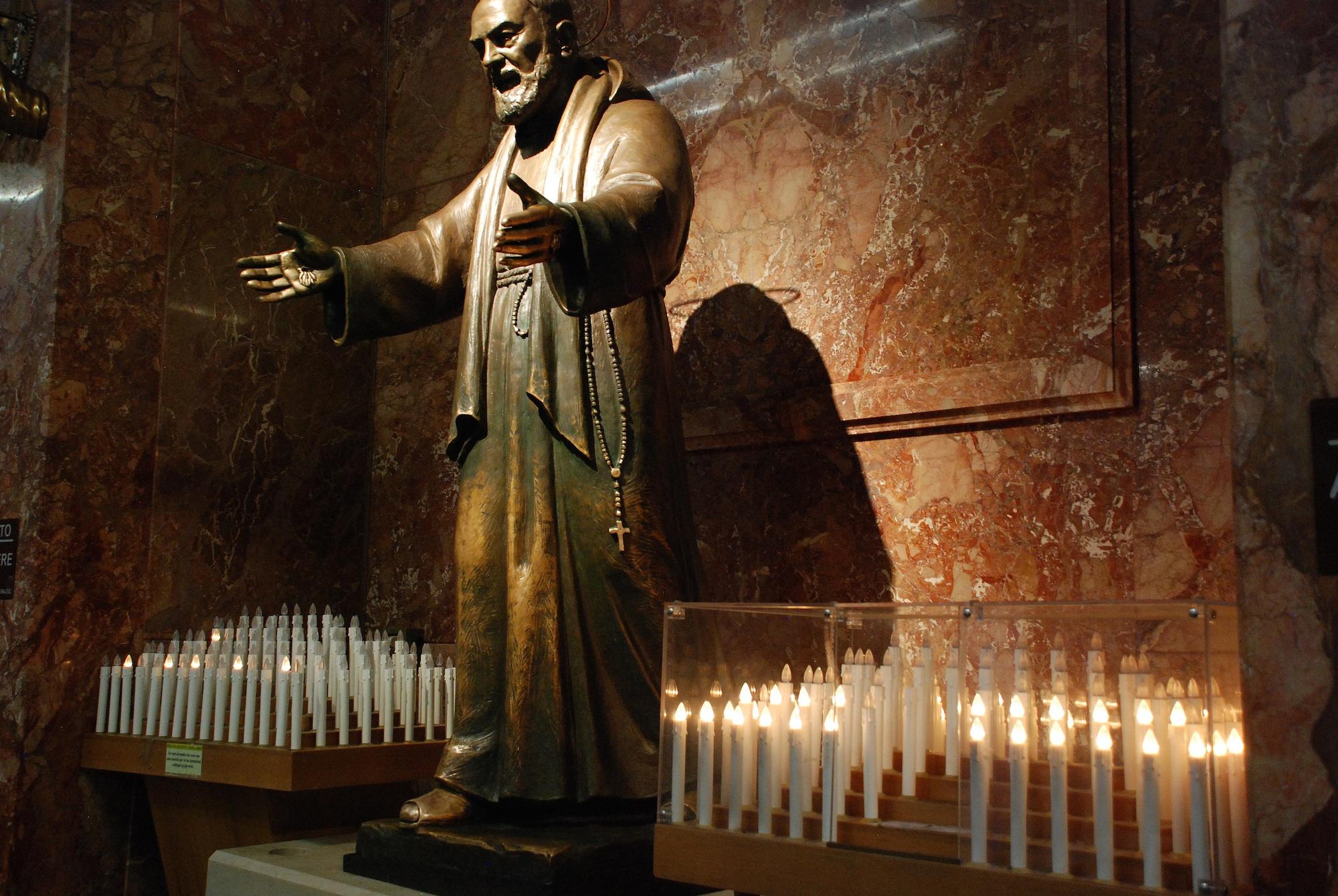 Impresionantes Detalles de las Misteriosas Bilocaciones del Padre Pío