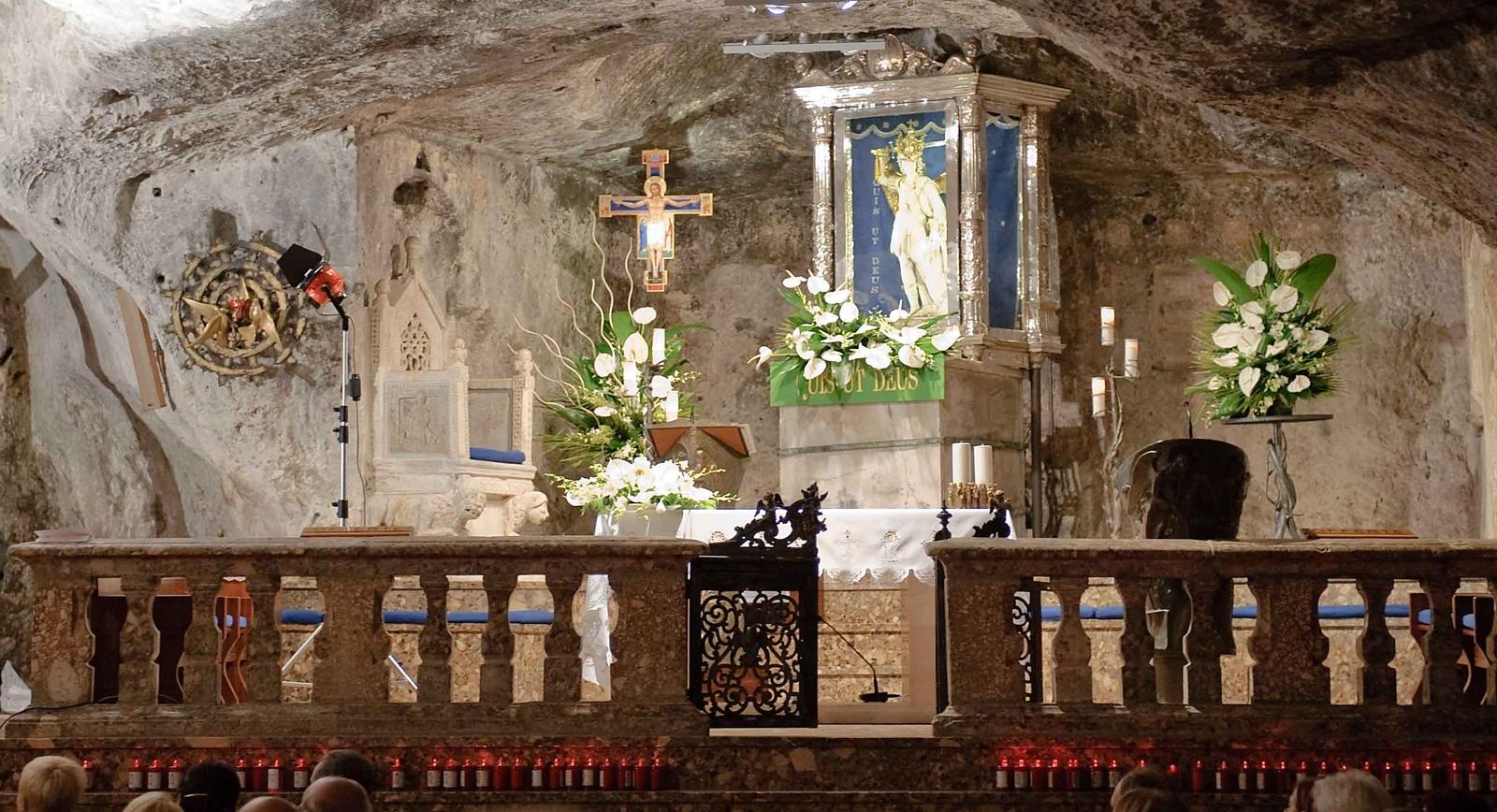Visita al Santuario de San Miguel Arcángel del Monte Sant Angelo en Gargano