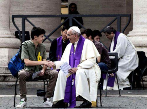 papa-francisco-confesando
