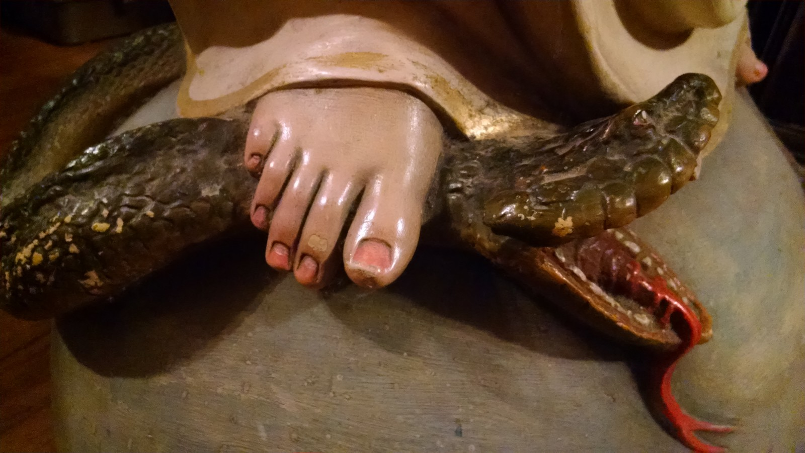 pie de maria aplasta la serpiente fondo